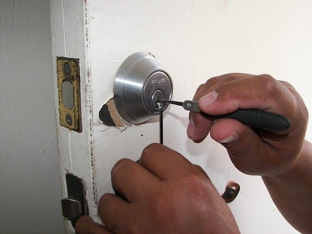 choosing right locksmith
